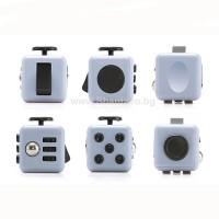 Антистрес кубче (зарче) в джобен размер - 7 успокояващи метода. Fidget cube