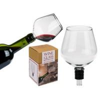 Стъклена чаша за пиене директно от бутилката с вино