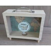 Дървена кутия - касичка за пътувания