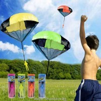 Играчка летящ войник с парашут