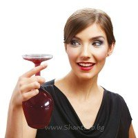 Стъклена обърната чаша за вино