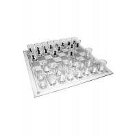Стъклен шах с чаши шотове, вместо фигури - алкохолна игра